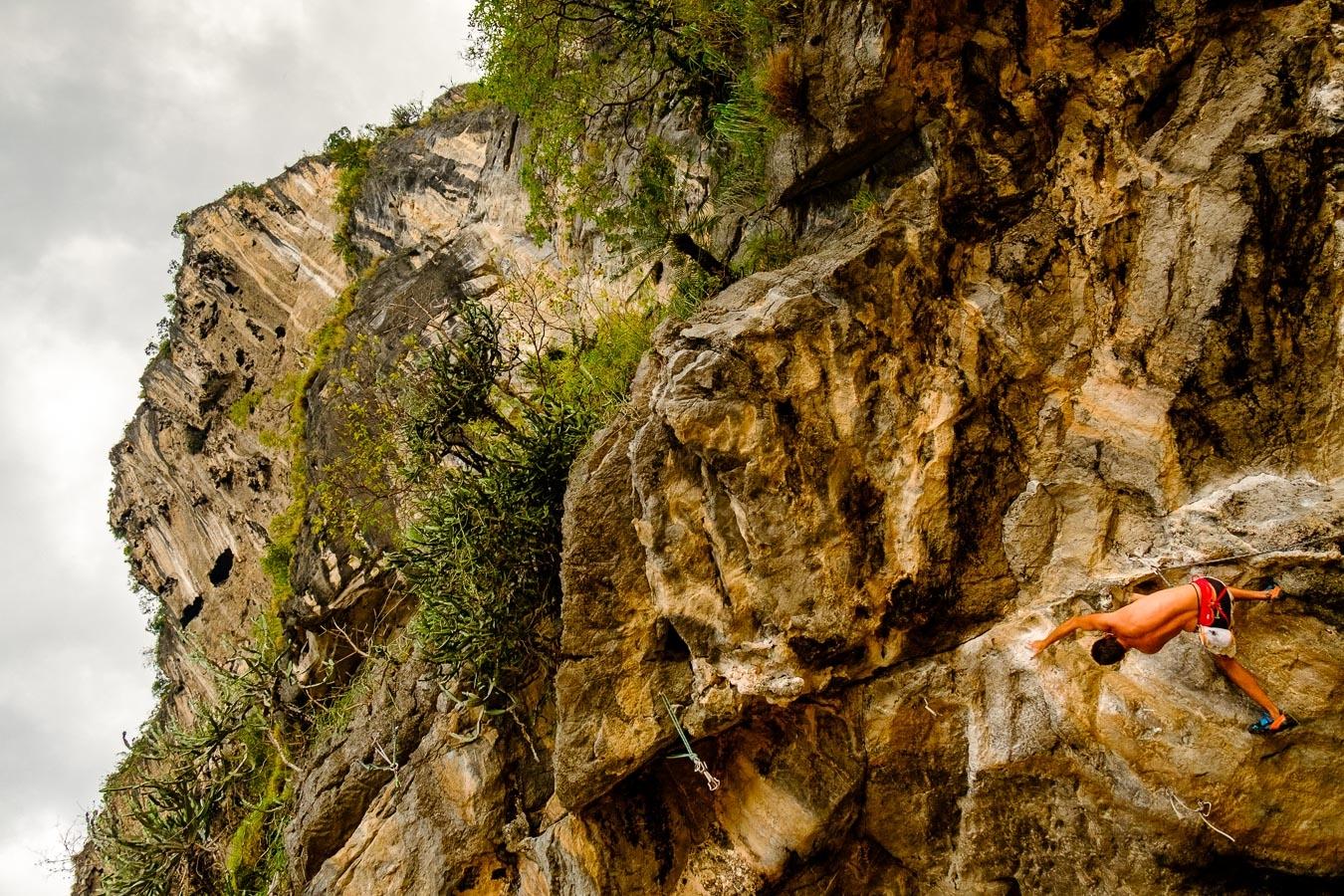 Photographie de voyage - escalade à Railay, Thaïlande