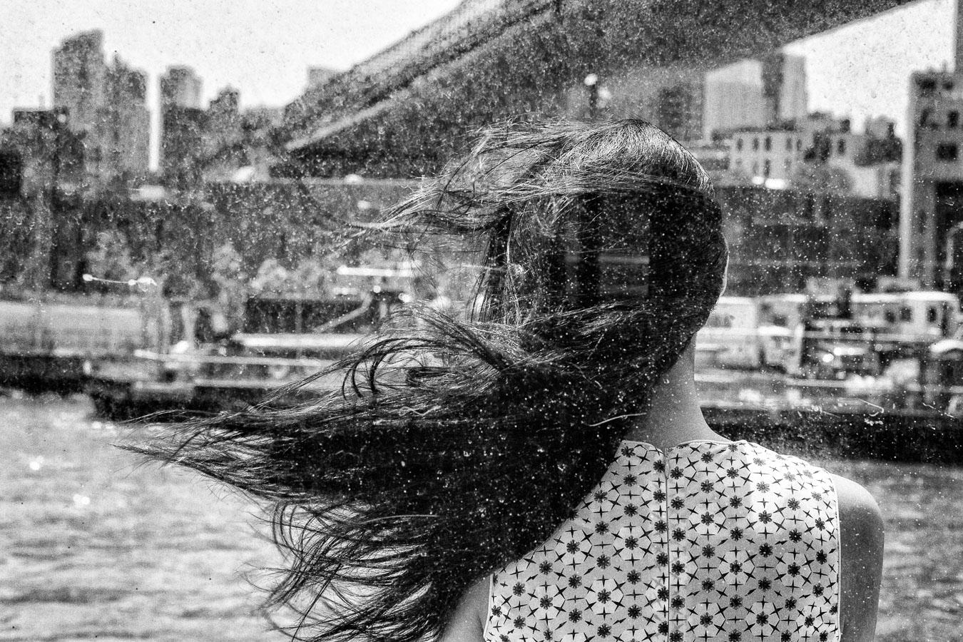 Photographie de voyage - cheveux dans le vent, New York
