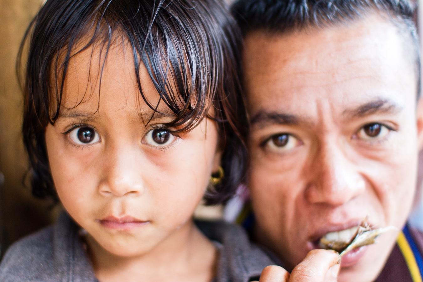 Photographie de voyage - un père et sa fille, portrait, Indonésie